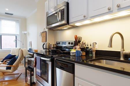 ♡ Clean + Charm + Location ♡ 2 beds - Washington - Apartment