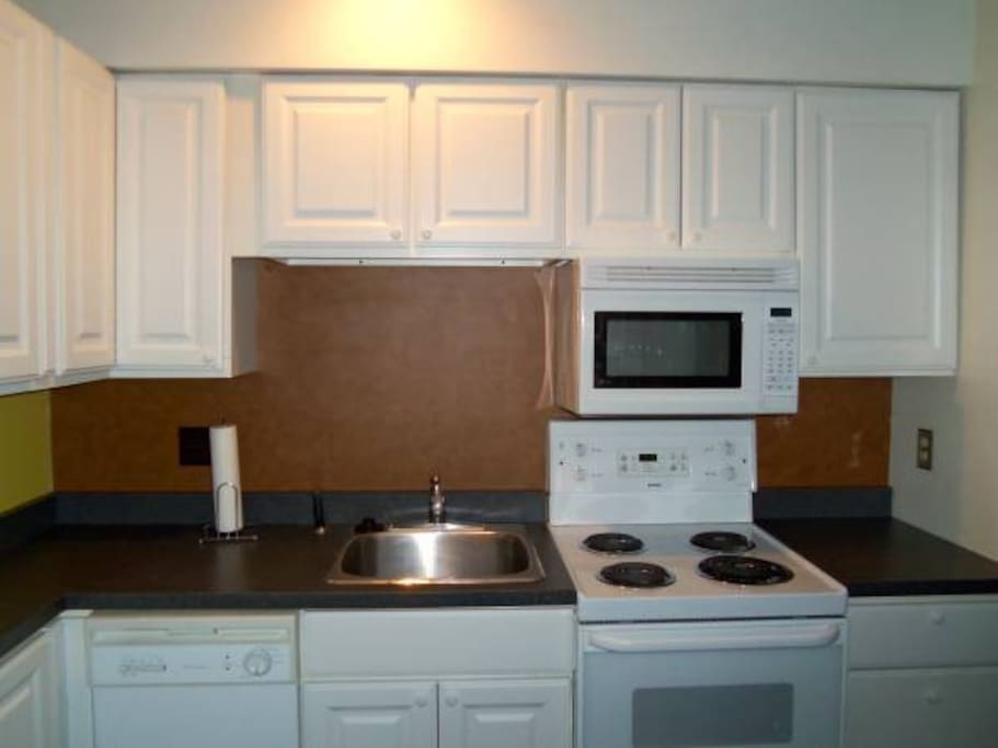Appliances include range, microwave, dishwasher, refrigerator, washer/dryer, hair dryer.