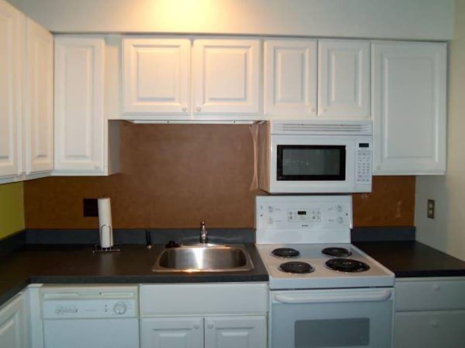 Appliances include range, microwave, dishwasher, refrigerator, washer/dryer, hair dryer.