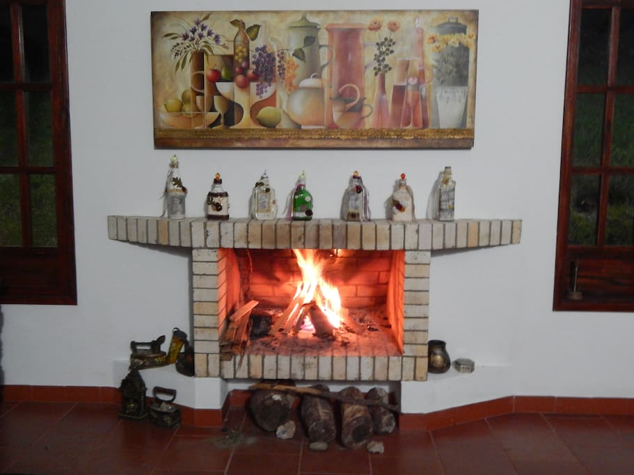 In the night, hearth abd hot wine. - En la noche chimenea y vino caliente