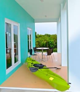 Studio Cloudbreak tropical oasis - Gregory Town