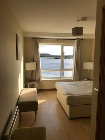 Double Ensuite room, City center with lake view