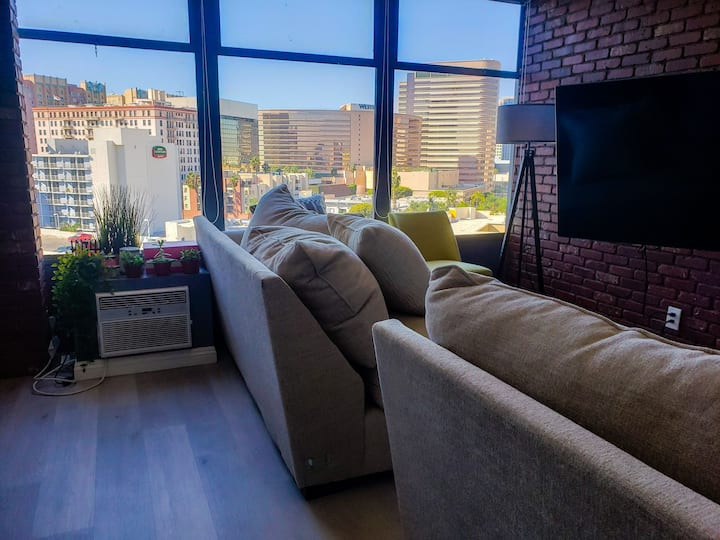 Instagrammable condo with beautiful sunset view
