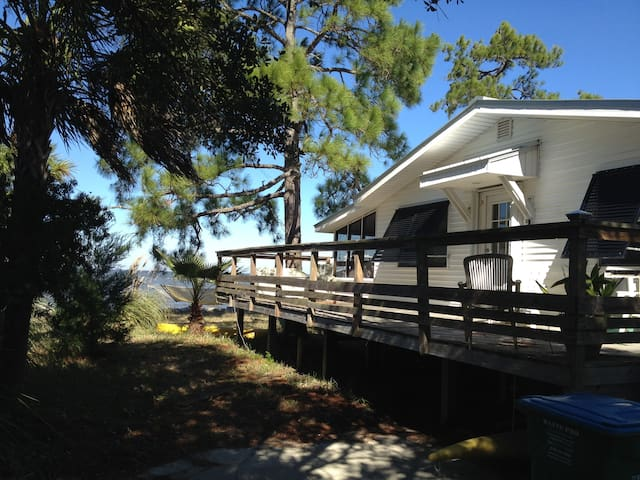 Charming Cottage On Water Dock Wifi - Saint George Island - House