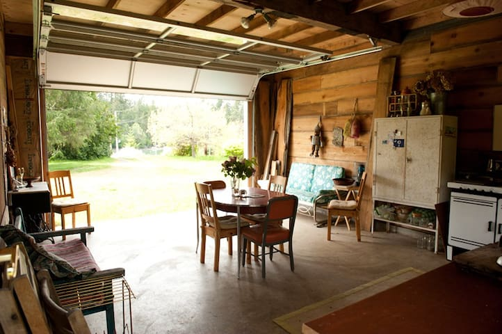 private farm cabin on mystery bay - Marrowstone - Stuga