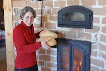 Il y a un foyer au bois et un four à pain…ou pizza, ou ce que vous aimez !