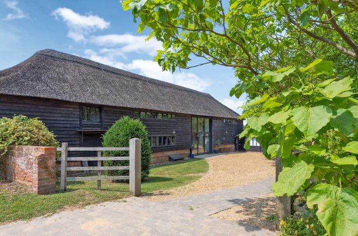 BUTLEY BARN long let's available