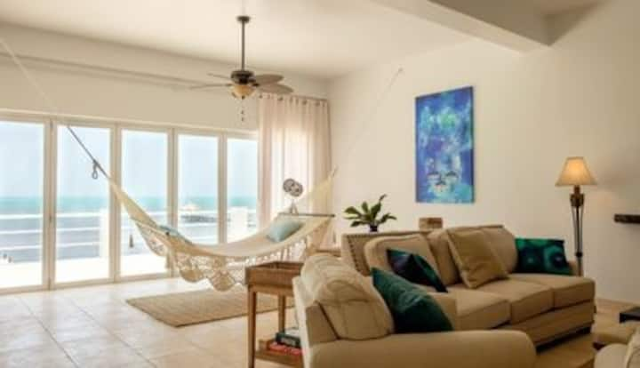 STUNNING VIEW!! The White House-Oceanfront 3B4Ba
