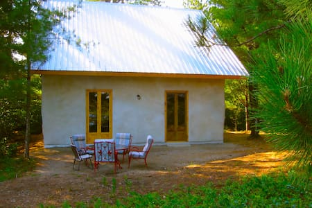 Strawbale cottage directly on beach - Kazabazua