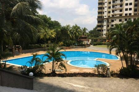 Cosy 3 bedrooms & parking - Johor Bahru