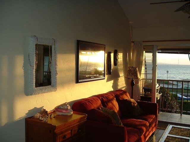 Full ocean view 2BR/1BA  @ the Kihei Park Shore