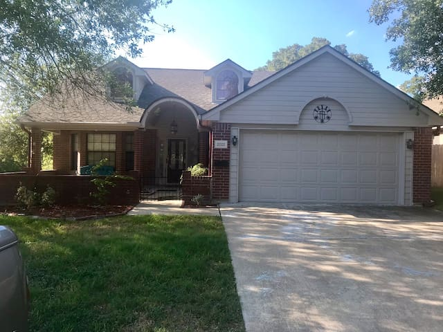 **NEW** Cozy Patio Home ...minutes from A&M Campus