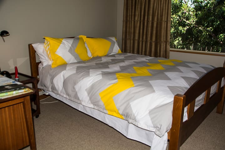 Tui Garden-  Super comfy Queen Bed - Motueka - Maison