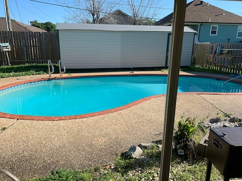 4 Bed 2 FBath Pool 10 Minutes from Bourbon Street
