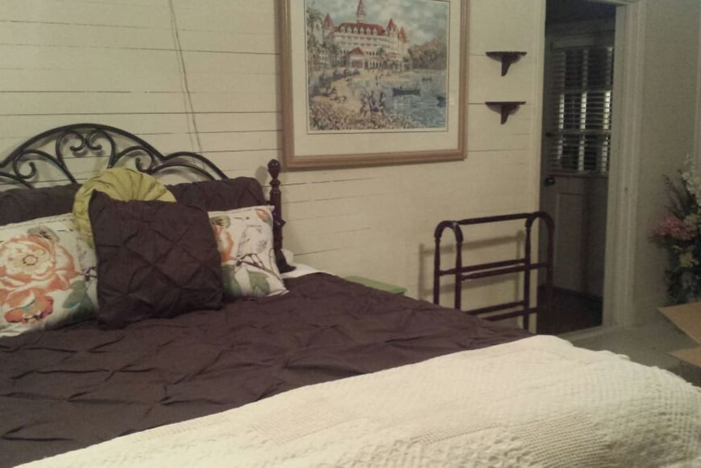 Southern Comfort bedroom with sitting area and optional full-size futon