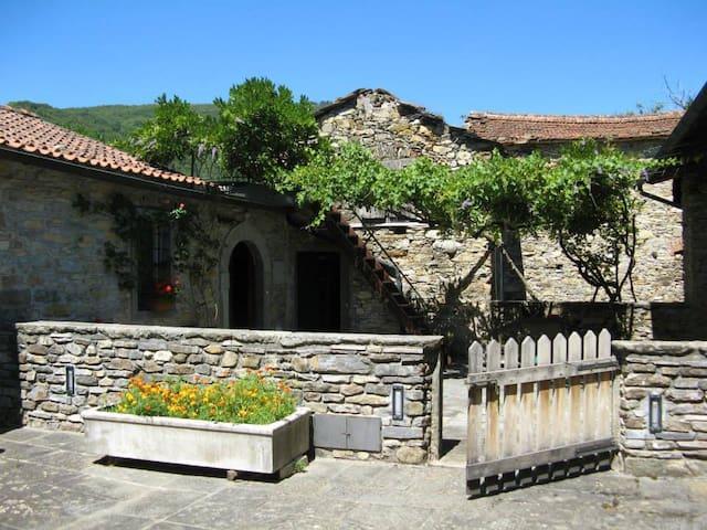 Village house - Lunigiana Tuscany - Montale - Huis