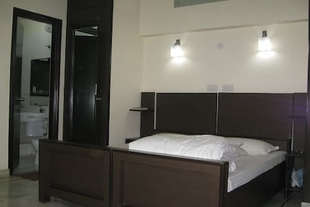Excellent Paying guest accomodation for boys only. Beautifully furnished double sharing rooms with Free Breakfast,Wi-fi, RO drinking water, Inverter backup, 24x7 Hot & Cold water,TV with cable & a 24x7 caretaker for assistance.