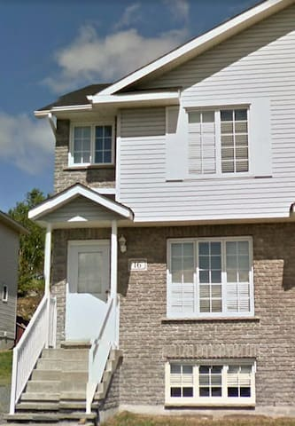 Newer furnished home in New Sudbury