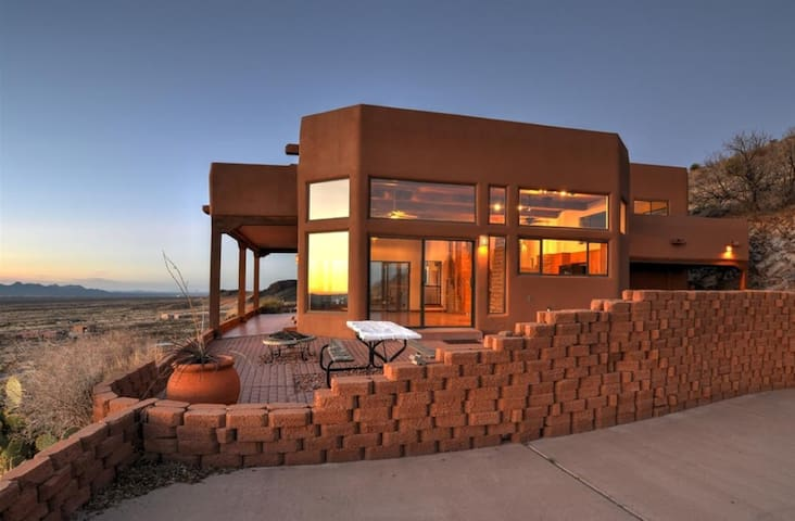 Executive Home w/ Endless Views in Soledad Canyon - Las Cruces - Haus