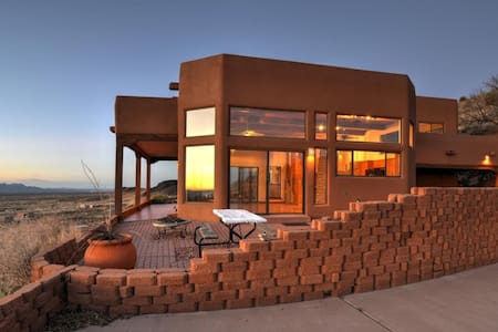 Executive Home w/ Endless Views in Soledad Canyon - Las Cruces - Talo