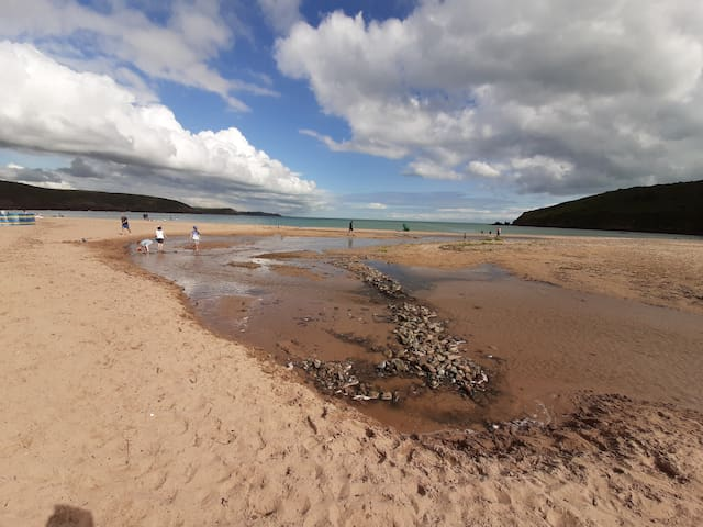 Beautiful seaside chalet on Welsh coastal path