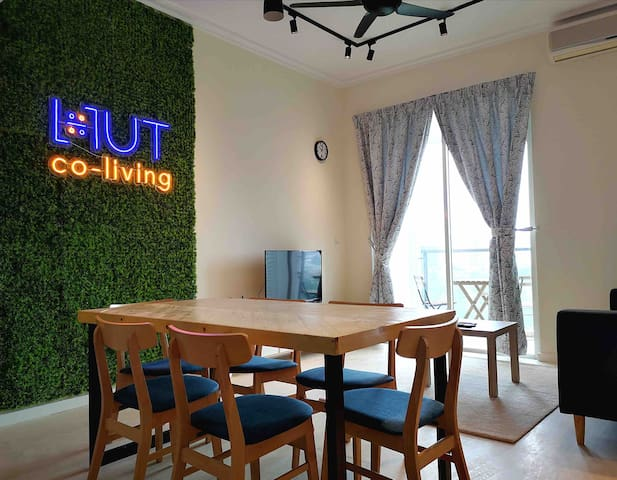 #2 Super Solo Room @ HUT Co-Living TRX | 500 Mbps