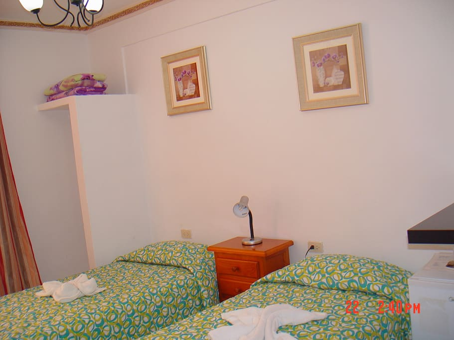 Bedroom (2 single beds)