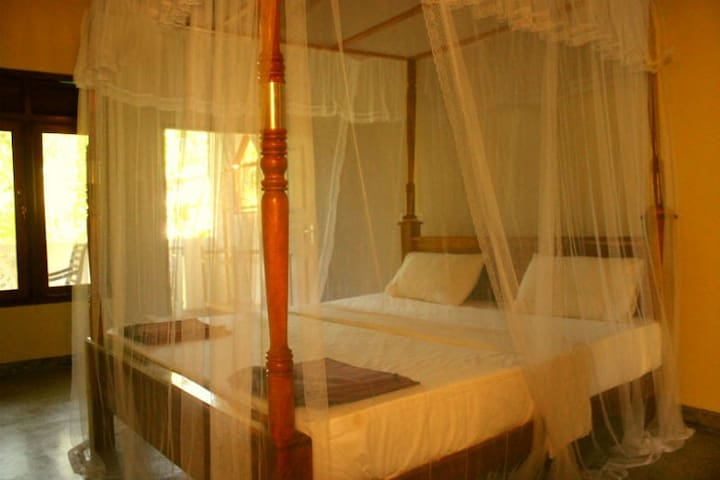 Double Room with Balcony A/C - Mirissa - Flat