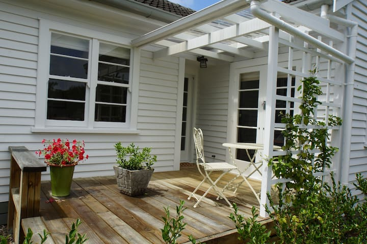 Cosy and Relaxed Close to Town - Gisborne - Talo