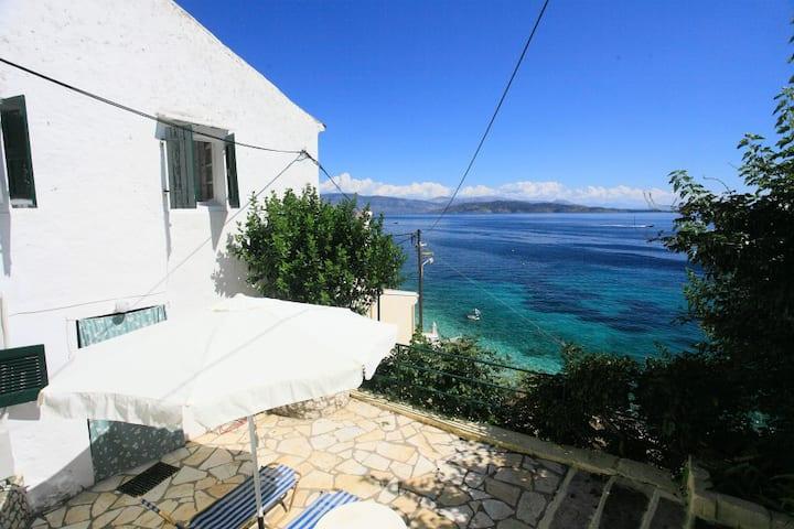 Studio Alexandra: Sea front, amazing views, A/C