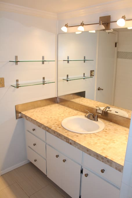 Another view of the upstairs bathroom.