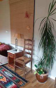 Une chambre-salon dans une maison - Oradour-sur-Glane