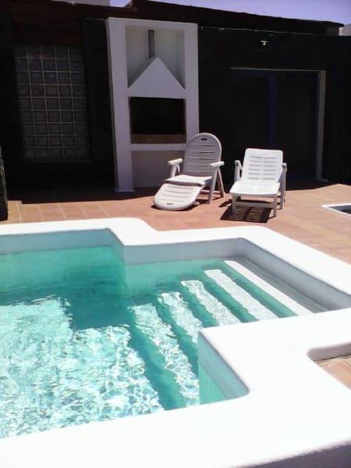 piscina +barbacoa
