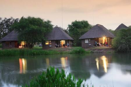NGWENYA LODGE bordering Kruger Park - Matsulu