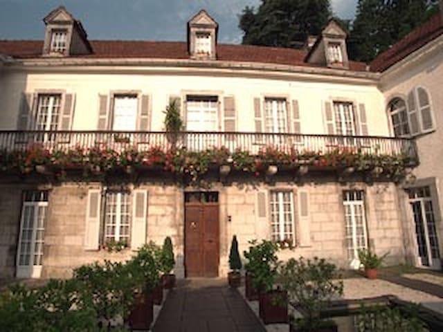 STYLE HENRI II ROOM - Saint-Pé-de-Bigorre - Bed & Breakfast