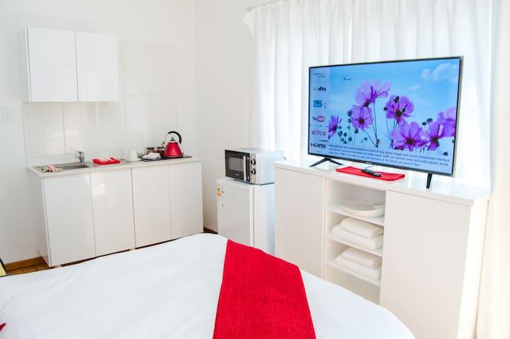 Room 2 @ JoziStay