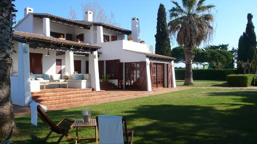 House with a large garden, 40m from beach - Torredembarra - Villa