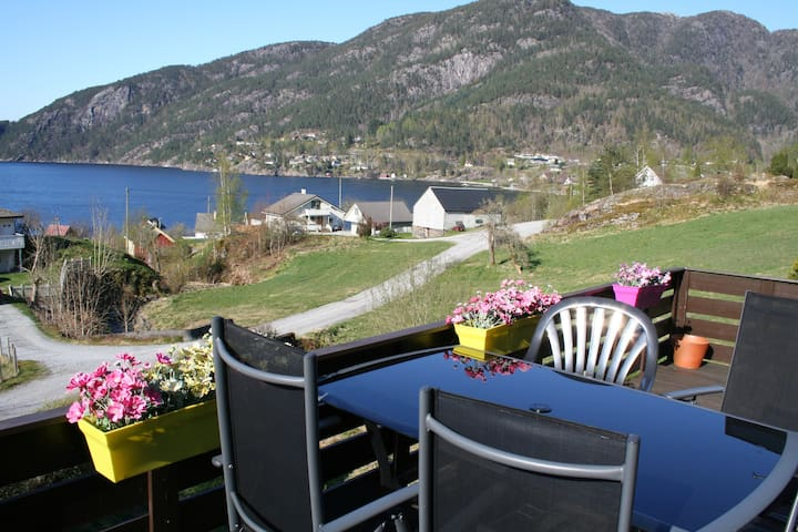 Room 1 - great view of the fjord! - Jondal