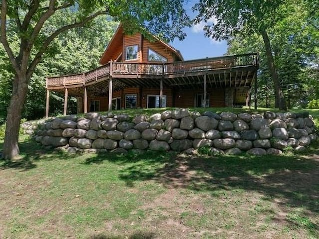 """The Family Lodge"" Gorgeous Newer Large Cabin!"