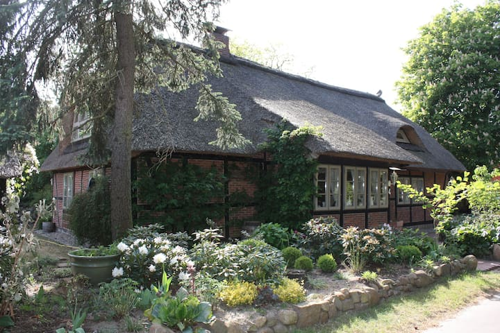 Country Cottage close to River Elbe and Hamburg