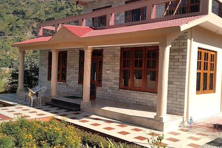 AKHIL FARM HOUSE for 6+ Guests near Mandi Himachal