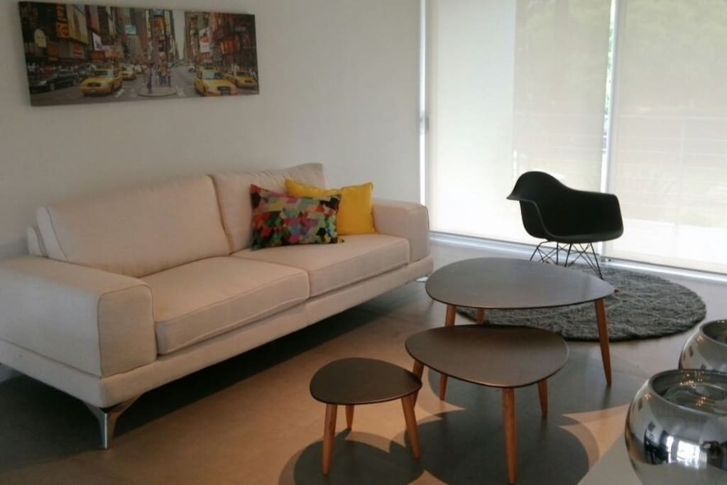 Apartamento de dise o de arquitecto apartments for rent for Muebles maldonado