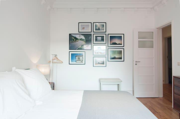 Artfully designed apt for 7: Lisboa