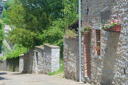 Gîte des remparts - Walcourt - Hus