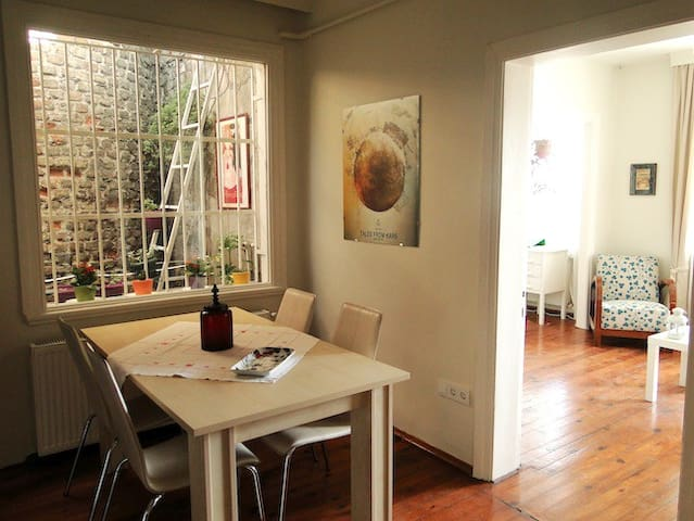 Cosy Penthouse in Taxim wth balcony - Istanbul - Byt