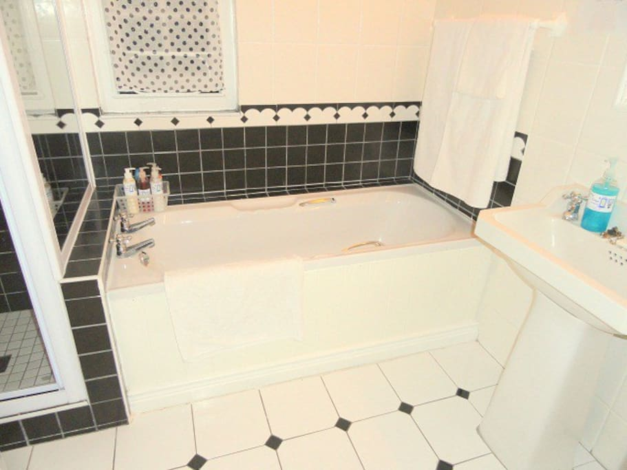 Full en suite bathroom with separate shower
