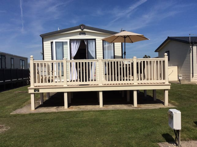 Lovely static caravan with decking and sea views.