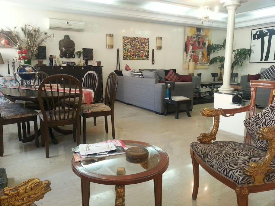 Bar, salle à manger et salon