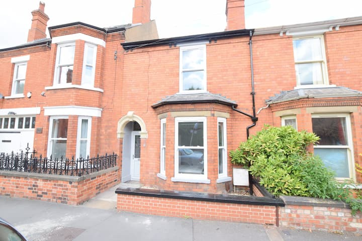 Fully Refurbished, 4 Bedroom, Victorian Property