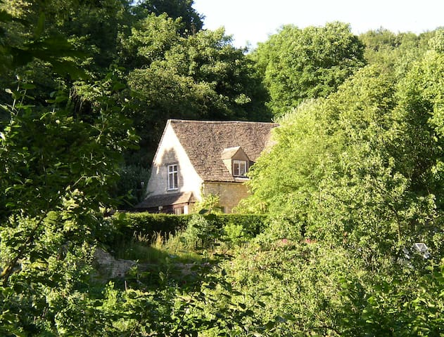 The Tythe Barn, studio flat at Owlpen built 1446